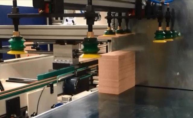 Зона подачи филёнок ваймы с автоматической загрузкой SFA 90