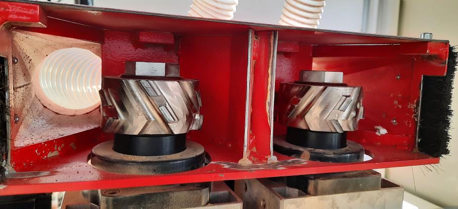 Группа прифуговки торцов линии обработки поперечин для рамочных фасадов под 90 градусов, производство Fiorenza Италия