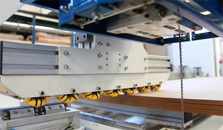Роликовое прижимное устройство (Omni-Wheels) пильного центра с ЧПУ с MASTER.CUT, производство Bacci Италия