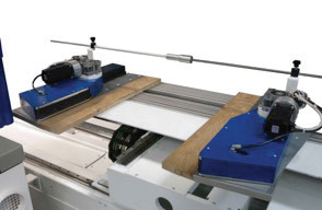 Удерживание боковыми роликами досок на ленточнопильном станке DUPLEX, производство Bacci Италия