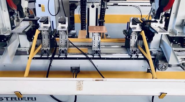 Автоматическая разгрузка детали (выталкиватели + накопитель) станка Teknodoor 3001, производство Balestrieri (Италия)
