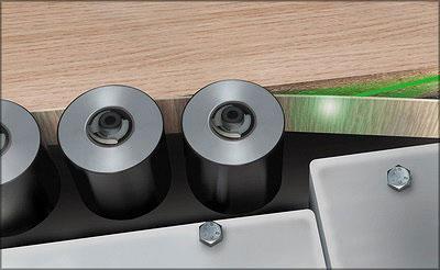 Приклеивание лазерной кромки для кромкооблицовочных станков в мебельном производстве