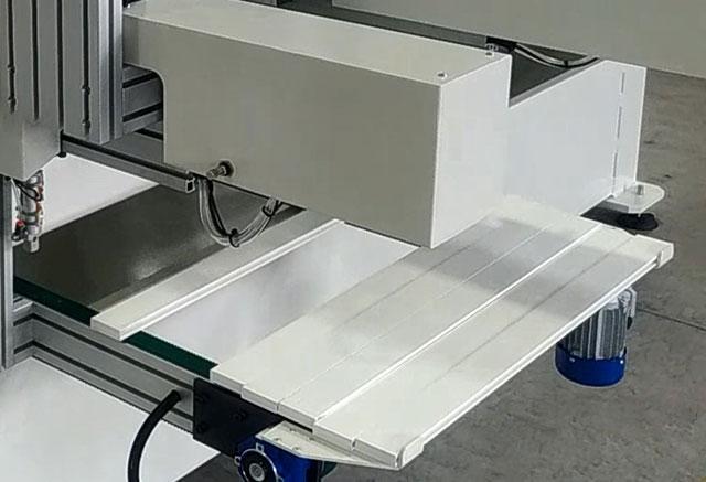 Приводные ремни возврата заготовок в сторону оператора станка BL-2, производство Fiorenza (Италия)
