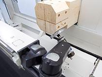 6-осевая обрабатывающая головка обрабатывающего центра с ЧПУ для домостроения Oikos XL, производство SCM (Италия)