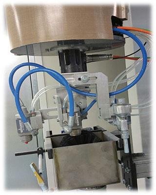 Голова робота + автоматическая щетка для очистки форсунок (опция) автоматического робота окраски распылением для дверей, производство Giardina Group Италия