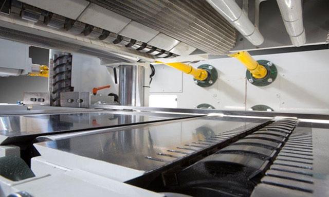 Нижняя столешница и верхние прижимные агрегаты 2-стороннего рейсмуса серии Universal, производство Bottene (Италия)