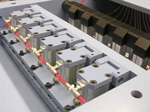 Группа прижимных сегментированных башмаков перед верхним валом 2-стороннего рейсмуса серии Universal, производство Bottene (Италия)